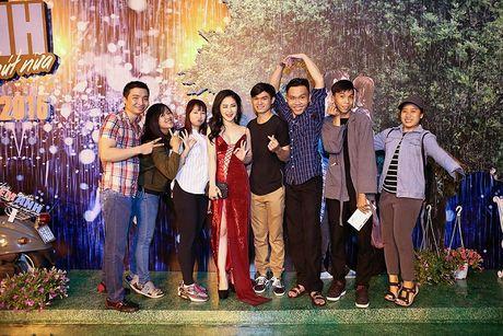 Huong Tram dien dam hai day cat xe tao bao, dot mat fan ham mo - Anh 3