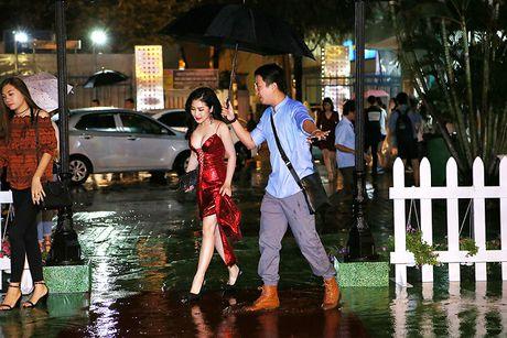 Huong Tram dien dam hai day cat xe tao bao, dot mat fan ham mo - Anh 7