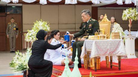 Hoang tu Thai Lan chinh thuc duoc Quoc hoi de cu noi ngoi - Anh 1