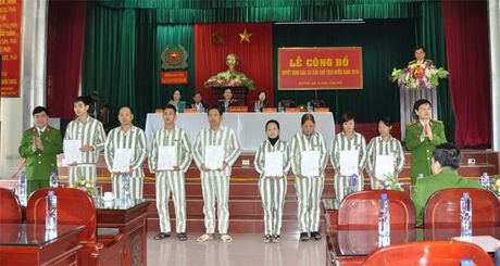Trai giam Gia Trung cong bo quyet dinh dac xa cho 83 pham nhan - Anh 1