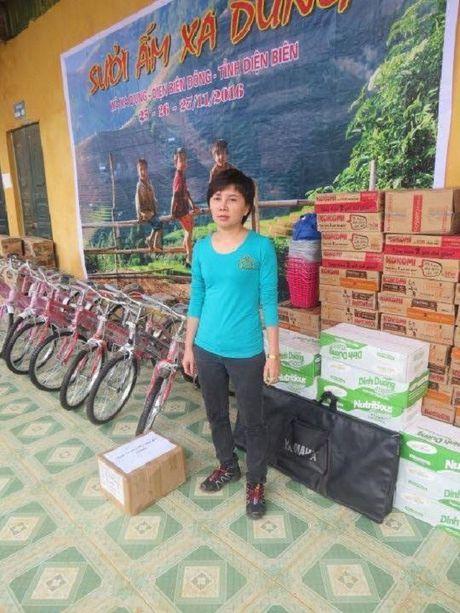Vien Tham my Eva phoi hop trao qua 120 trieu dong cho hoc sinh Dien Bien - Anh 2