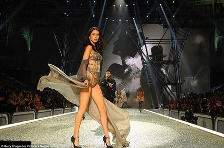 Trang phuc khien cac co gai 'them muon' nhat trong Fashion Show cua Victoria - Anh 7