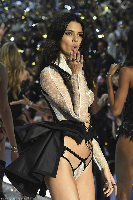 Trang phuc khien cac co gai 'them muon' nhat trong Fashion Show cua Victoria - Anh 8