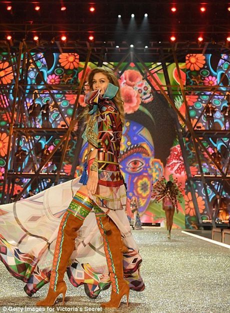 Trang phuc khien cac co gai 'them muon' nhat trong Fashion Show cua Victoria - Anh 9