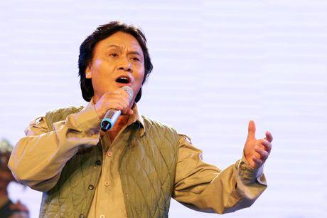 Nghe si Quang Ly qua doi de lai nhung tinh khuc ghi dau an cho khan gia - Anh 1