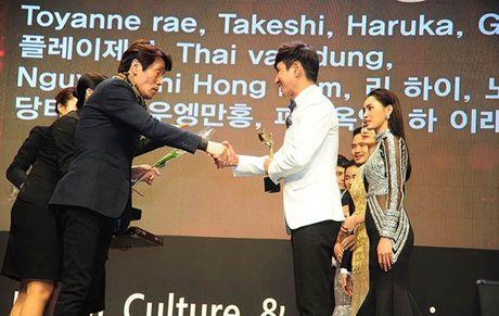 Ly Hai doat giai thuong dao dien xuat sac chau A - Anh 4