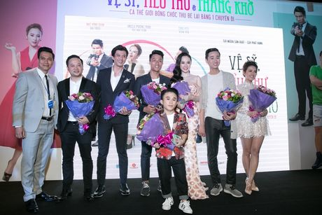Angela Phuong Trinh duoc hang chuc ve si ho tong - Anh 8