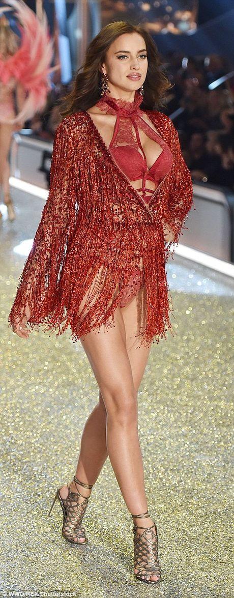 Dang mang bau, Irina Shayk van quyen ru khi trinh dien Victoria's Secret - Anh 2