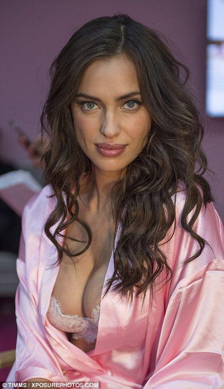 Dang mang bau, Irina Shayk van quyen ru khi trinh dien Victoria's Secret - Anh 5