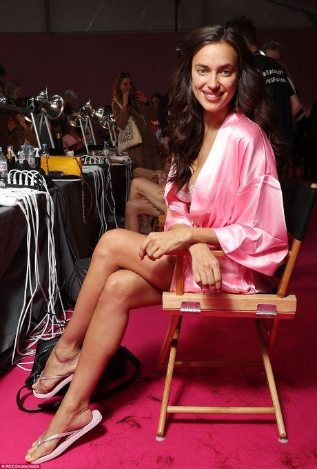 Dang mang bau, Irina Shayk van quyen ru khi trinh dien Victoria's Secret - Anh 6