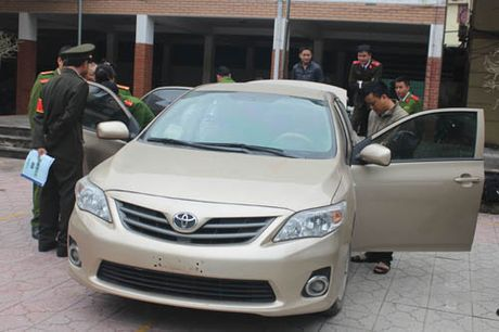 Thieu phu bi trom xe Altis trong luc vao mua hang - Anh 1