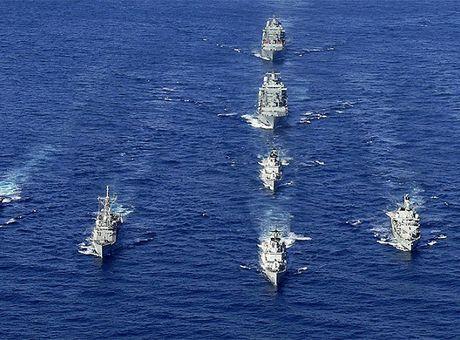 Ukraine co the tuan tra chung voi NATO tai bien Den - Anh 1