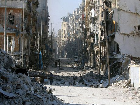 Nga: Hon 6.000 thuong dan thoat khoi nhung khu vuc bi bao vay o Aleppo - Anh 1