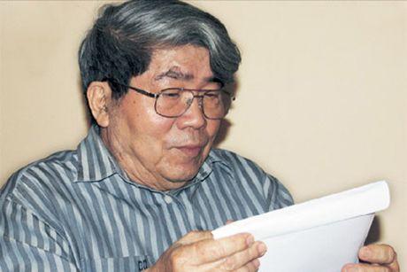 GS Ha Minh Duc trao tang bo suu tap ca nhan do so - Anh 1