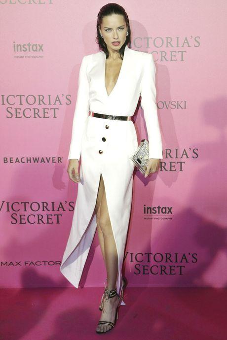 Hau tiec Victoria's Secret fashion show va dan thien than 'mac cung nhu khong' - Anh 10