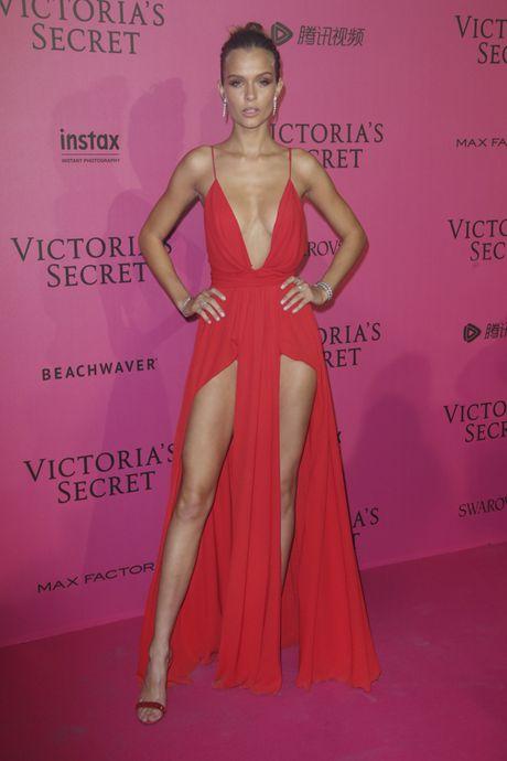 Hau tiec Victoria's Secret fashion show va dan thien than 'mac cung nhu khong' - Anh 14