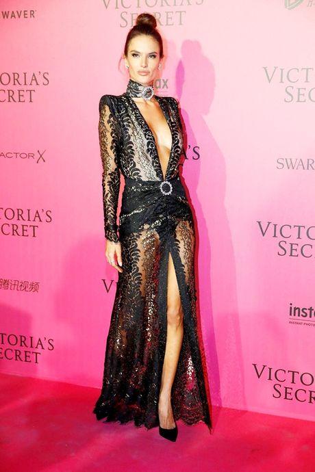 Hau tiec Victoria's Secret fashion show va dan thien than 'mac cung nhu khong' - Anh 2