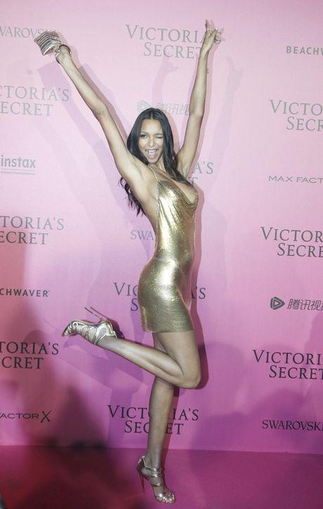 Hau tiec Victoria's Secret fashion show va dan thien than 'mac cung nhu khong' - Anh 9