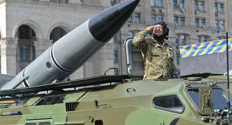 Ukraine tap tran quan su, ham doi Bien Den tuyen bo san sang ban ha ten lua - Anh 1