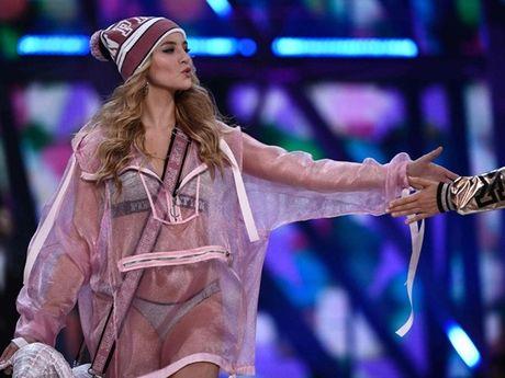 Anh 'cuc nong' cua dan thien than trong Victoria's Secret Fashion Show 2016 - Anh 15