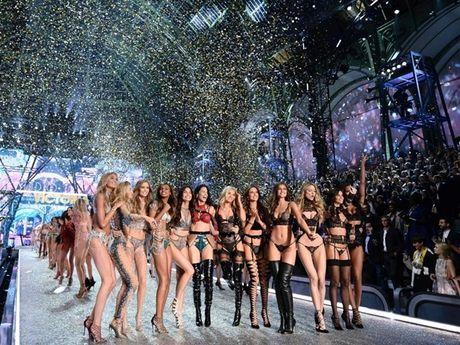 Anh 'cuc nong' cua dan thien than trong Victoria's Secret Fashion Show 2016 - Anh 18
