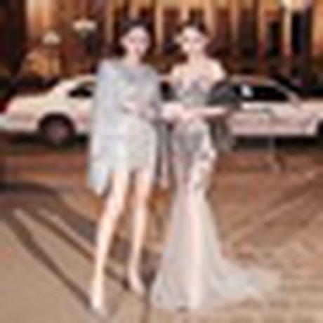 Anh 'cuc nong' cua dan thien than trong Victoria's Secret Fashion Show 2016 - Anh 23