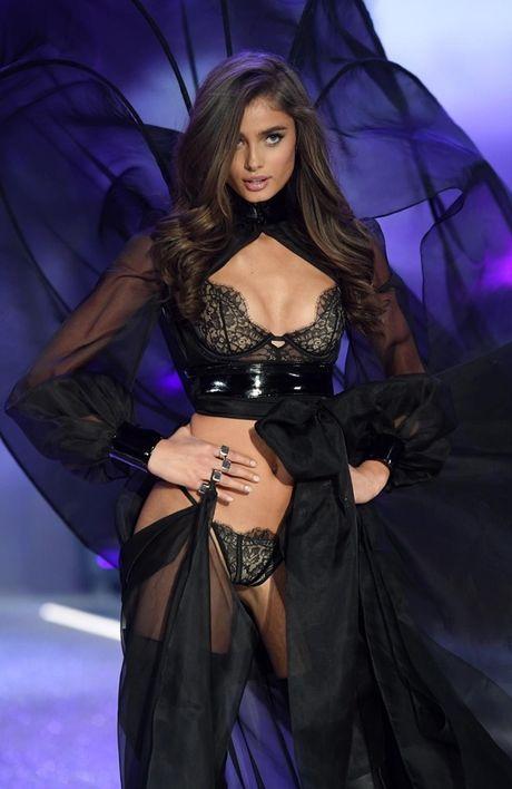 Anh 'cuc nong' cua dan thien than trong Victoria's Secret Fashion Show 2016 - Anh 6