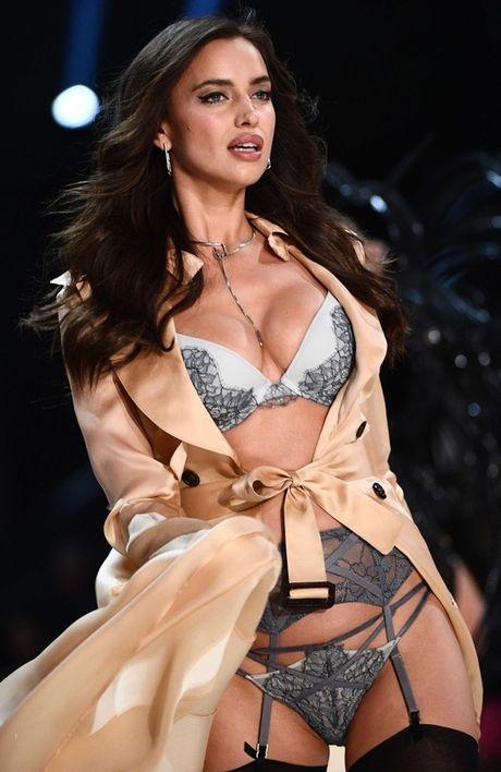 Anh 'cuc nong' cua dan thien than trong Victoria's Secret Fashion Show 2016 - Anh 7