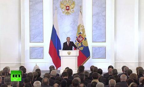 Thong diep lien bang: Nga thi cong cau duong bo sang ban dao Crimea - Anh 1