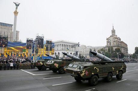Ukraine bat dau tap tran gan Crimea, Nga noi gian - Anh 1