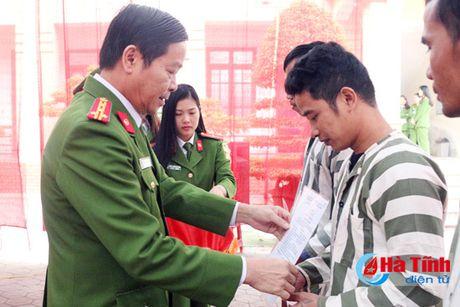 Chu tich nuoc dac xa 4 pham nhan Trai Tam giam - Cong an Ha Tinh - Anh 1