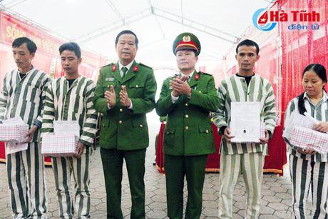 Chu tich nuoc dac xa 4 pham nhan Trai Tam giam - Cong an Ha Tinh - Anh 2