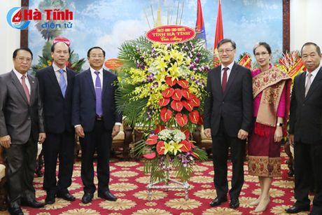Bi thu Tinh uy chuc mung Quoc khanh CHDCND Lao - Anh 1