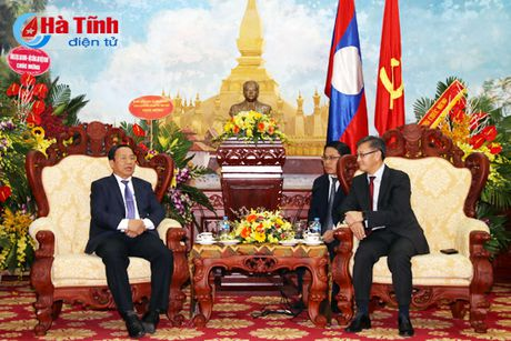 Bi thu Tinh uy chuc mung Quoc khanh CHDCND Lao - Anh 2