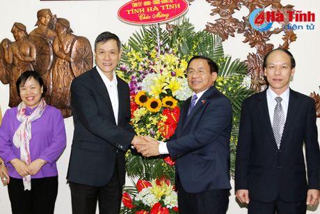 Bi thu Tinh uy chuc mung Quoc khanh CHDCND Lao - Anh 3