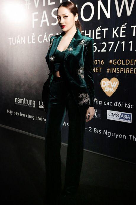 "Nhung bo canh quyen ru tren tham do ""Vietnam Designer Fashion Week Fall - Winter 2016"" - Anh 4"