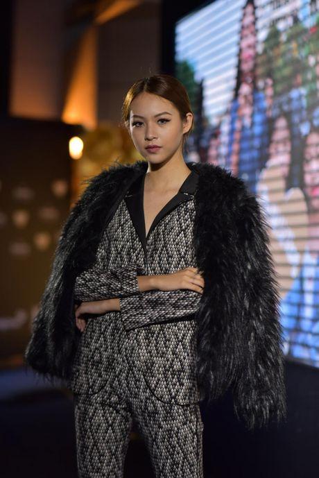 "Nhung bo canh quyen ru tren tham do ""Vietnam Designer Fashion Week Fall - Winter 2016"" - Anh 7"