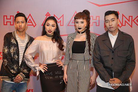 Huong Giang Idol ho 1/2 bau nguc, mac quan 1 ong du su kien - Anh 10