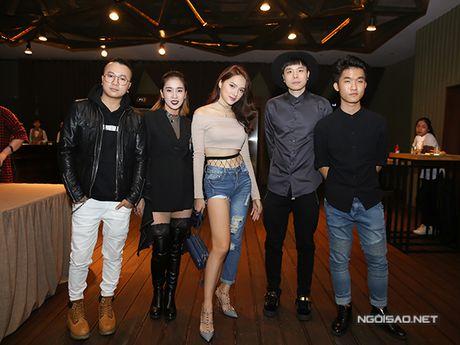 Huong Giang Idol ho 1/2 bau nguc, mac quan 1 ong du su kien - Anh 4