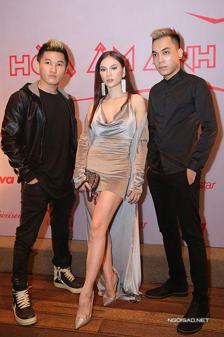 Huong Giang Idol ho 1/2 bau nguc, mac quan 1 ong du su kien - Anh 6
