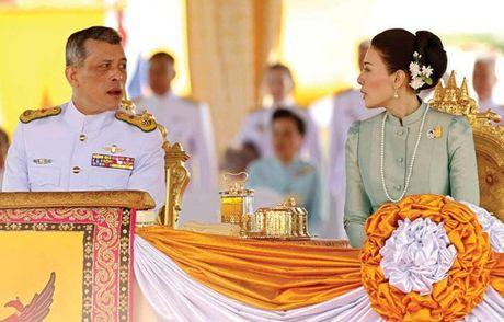 Cuoc doi tan nha vua Thai Lan - Anh 13