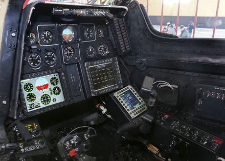 Ben trong nha may san xuat truc thang 'tho san dem' Mi-28NE - Anh 7