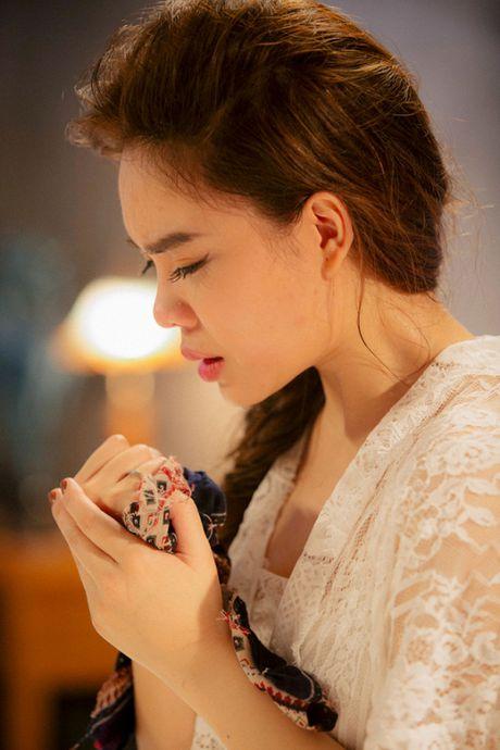 Giang Hong Ngoc khoc het nuoc mat trong MV ca khuc duoc tang tu Ha Ho - Anh 6