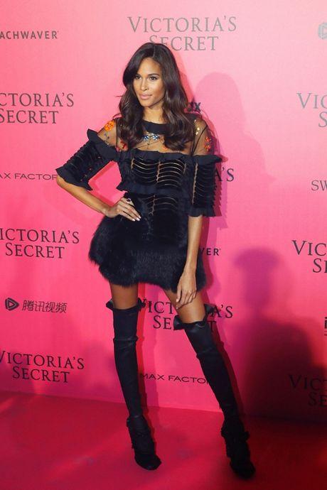 Thuong hieu 'tham hong Victoria's Secret' duoc giu vung, khong mot ai mac xau! - Anh 3