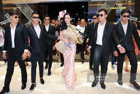 Khac Tiep cong Ngoc Trinh tren dat My, dai gia kim cuong hon Ho Ngoc Ha ngay tren san khau - Anh 6