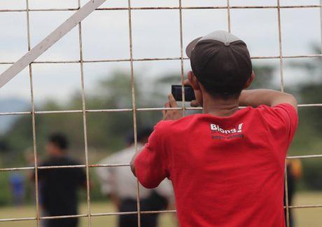 Truyen thong Indonesia quan tam dac biet thay tro Huu Thang - Anh 4
