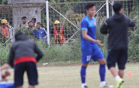 Truyen thong Indonesia quan tam dac biet thay tro Huu Thang - Anh 5