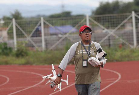 Truyen thong Indonesia quan tam dac biet thay tro Huu Thang - Anh 7