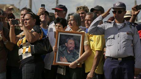 Le dua di hai lanh tu Fidel Castro ve Santiago de Cuba - Anh 14
