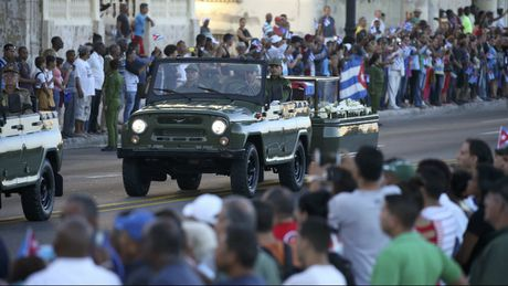 Le dua di hai lanh tu Fidel Castro ve Santiago de Cuba - Anh 7